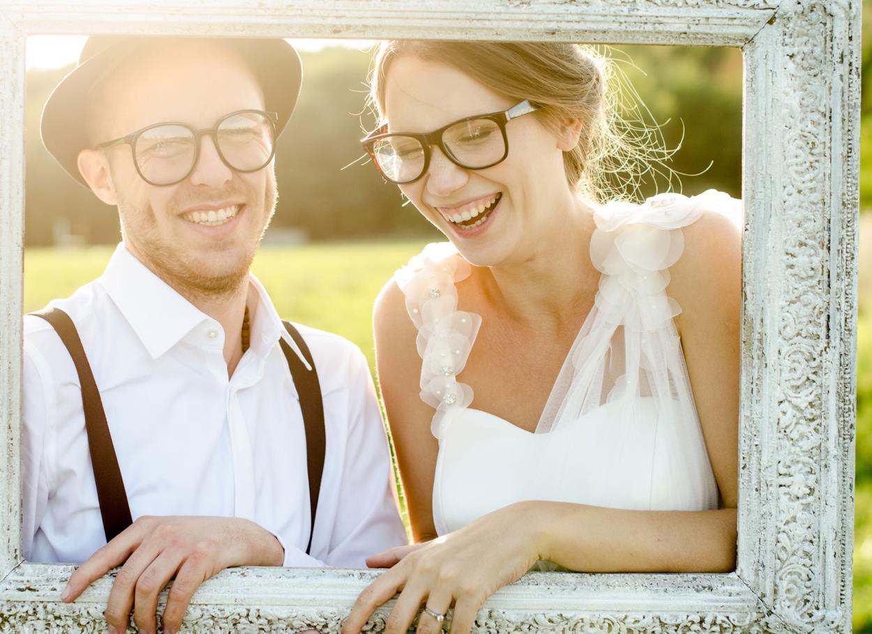 Idee per essere affascinanti spose con gli occhiali