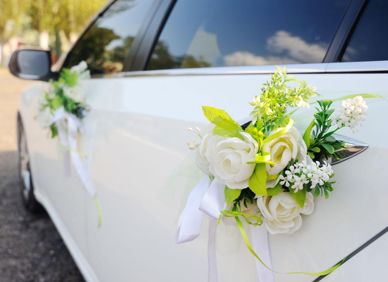 Come decorare l'auto degli sposi