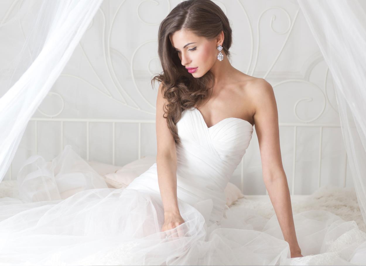 Classico, elegante ed estremamente attuale: il matrimonio total white