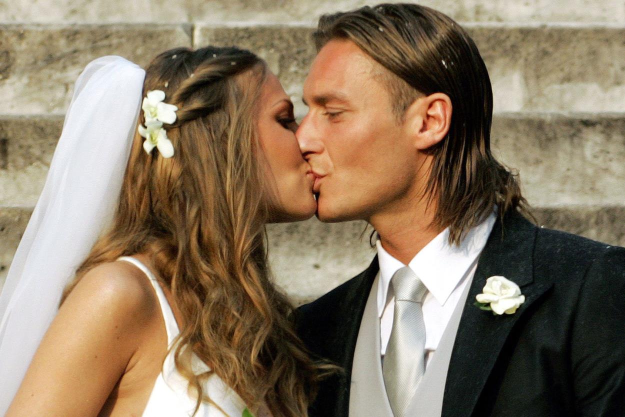 Bouquet Sposa Ilary Blasi.Matrimonio Totti Blasi Diciamocisi