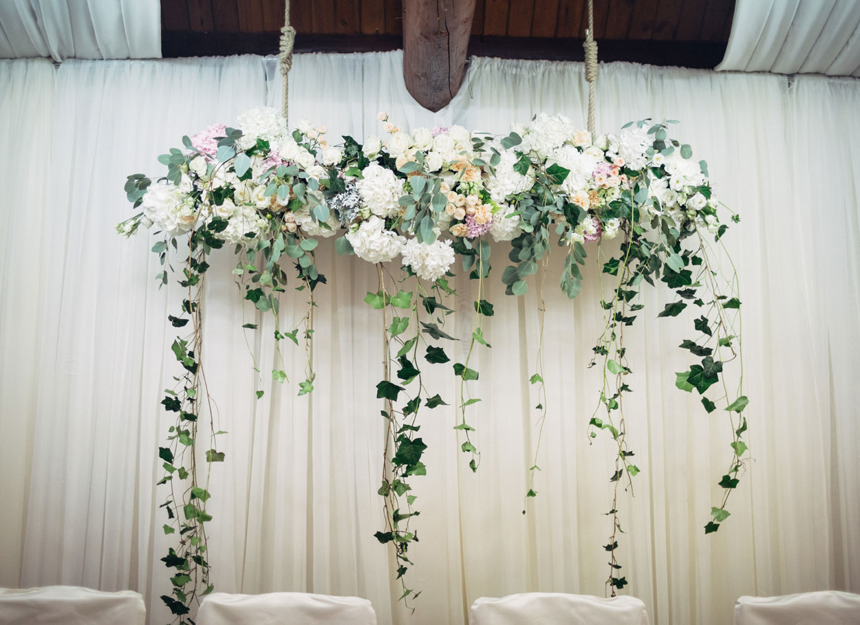 Il wedding flower wall: la decorazione per un matrimonio da favola